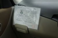 車内掲示の「運転者証」